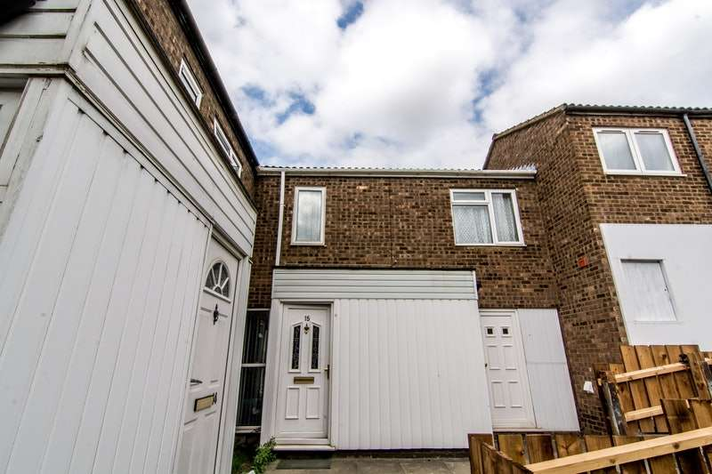 3 Bedrooms Terraced House for sale in Butterworth Path, Luton, Bedfordshire, LU2