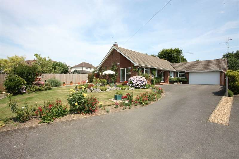 4 Bedrooms Detached Bungalow for sale in Larkfield Close, Farnham, Surrey, GU9