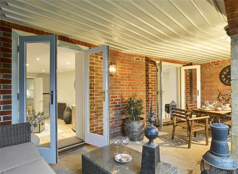 2 Bedrooms Flat for sale in King Edward VII Estate, Kings Drive, Midhurst, West Sussex, GU29