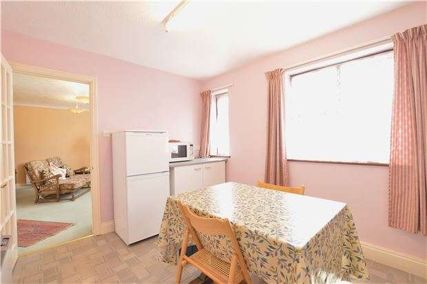 2 Bedrooms Flat for sale in Field Gardens, Steventon, ABINGDON, Oxfordshire, OX13 6TE