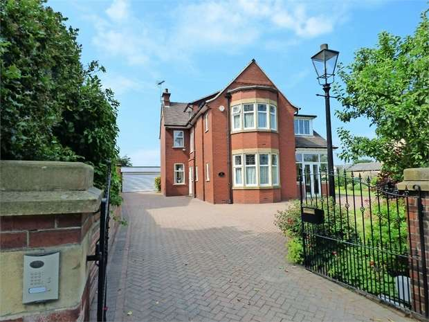 4 Bedrooms Detached House for sale in Rochdale Road, Milnrow, Rochdale, Rochdale, Lancashire