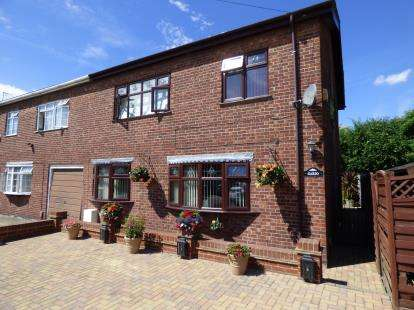 3 Bedrooms Semi Detached House for sale in Tilbury, Essex