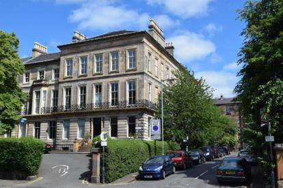 3 Bedrooms Flat for sale in Ruskin Place, Botanics