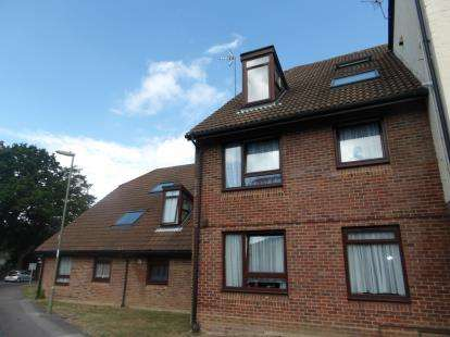 2 Bedrooms Flat for sale in Fareham, Hampshire, .