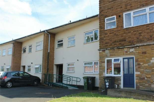 2 Bedrooms Flat for sale in Whittall Drive East, Kidderminster, Worcestershire