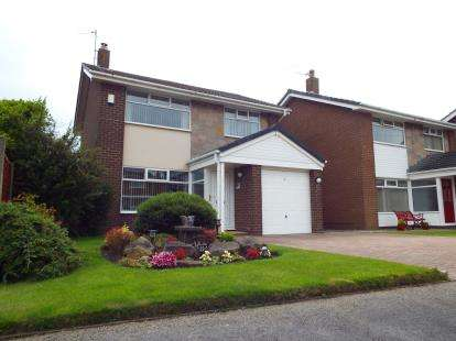3 Bedrooms Detached House for sale in Wentworth Avenue, Fleetwood, Lancashire, FY7