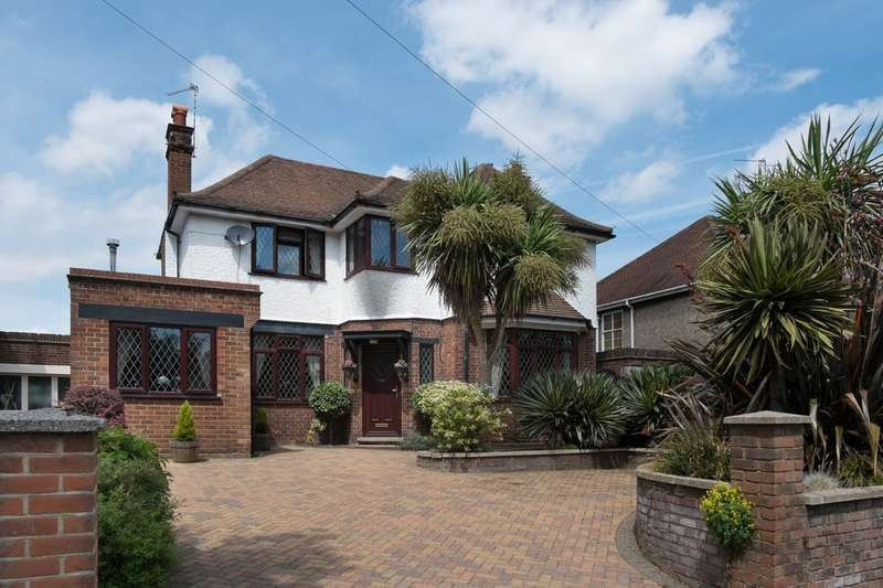 5 Bedrooms Detached House for sale in Lawn Avenue, Great Yarmouth