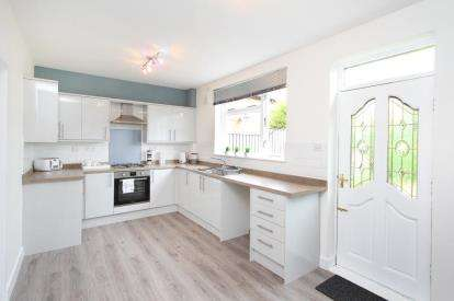 2 Bedrooms Semi Detached House for sale in Southsea Road, Sheffield, South Yorkshire