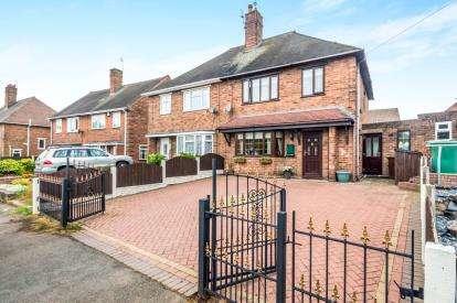 3 Bedrooms Semi Detached House for sale in Alexander Road, Bentley, Walsall, West Midlands