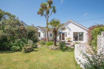 3 Bedrooms Bungalow for sale in Carbis Bay, St. Ives, Cornwall