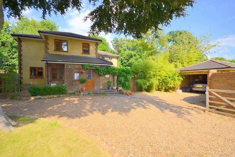 4 Bedrooms Detached House for sale in Lower Sunbury