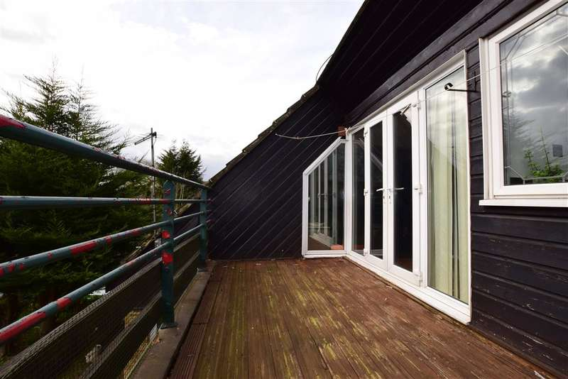2 Bedrooms Flat for sale in Woodstock Crescent, Laindon, Basildon, Essex