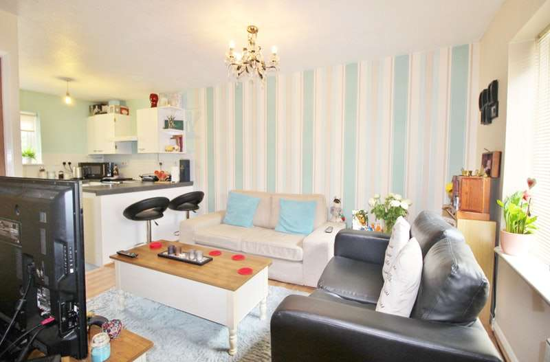 2 Bedrooms Flat for sale in Hallywell Crescent, London, London, E6