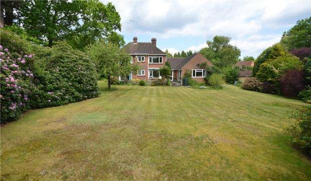 4 Bedrooms Detached House for sale in Lime Avenue, Camberley, Surrey