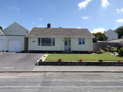 2 Bedrooms Bungalow for sale in Fraddon, St. Columb, Cornwall