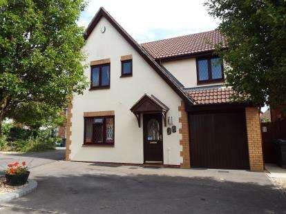 4 Bedrooms Detached House for sale in Juniper Way, Bradley Stoke, Bristol, Gloucestershire