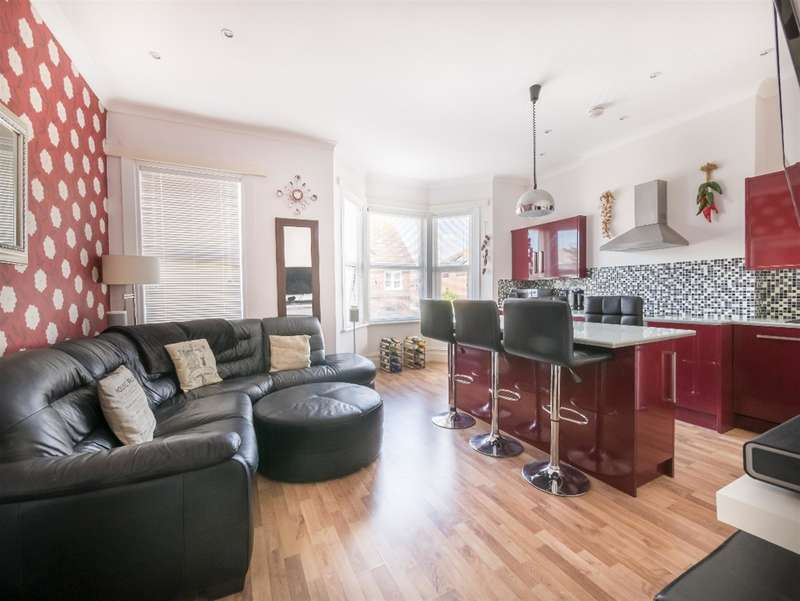 2 Bedrooms Flat for sale in Oxford Road, Worthing, West Sussex, BN11 1XG