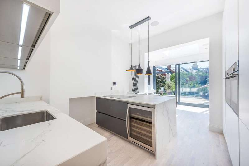 3 Bedrooms Flat for sale in Oxford Road South, Chiswick, W4