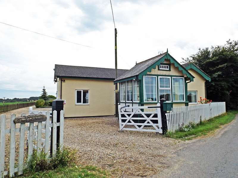 4 Bedrooms Bungalow for sale in Gunthorpe Lane, Melton Constable, Norfolk, NR24