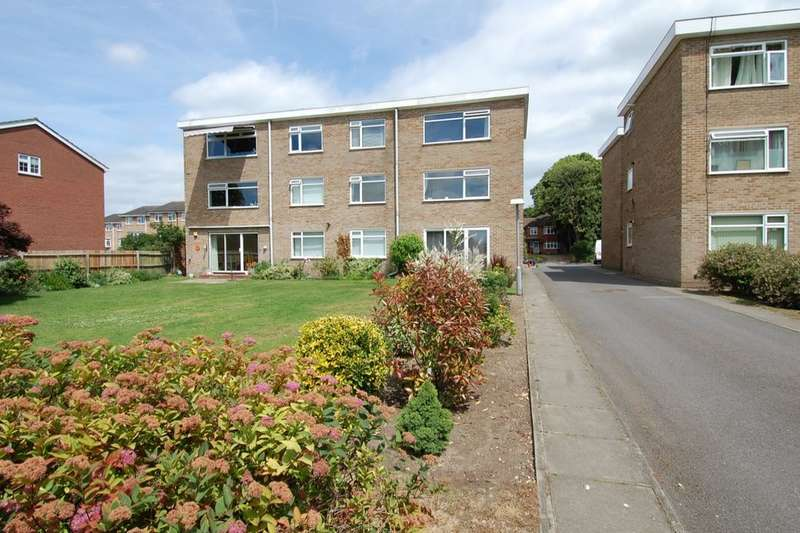 2 Bedrooms Flat for sale in Oaklands Road, Bromley, BR1