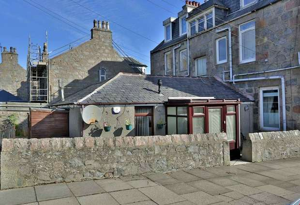 2 Bedrooms Semi Detached Bungalow for sale in Anderson Avenue, Aberdeen