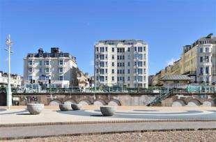 2 Bedrooms Flat for sale in Kingsley Court, 142 Kings Road, Brighton, East Sussex