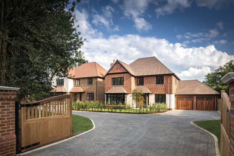 5 Bedrooms Detached House for sale in Knights Park, Godstone.