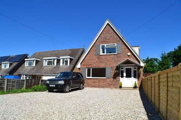 4 Bedrooms Chalet House for sale in Wyverne, Blakes Lane, Tadley