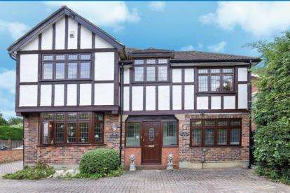 5 Bedrooms Detached House for sale in South Eden Park Road, Beckenham