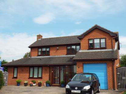 4 Bedrooms Detached House for sale in Stryd Y Brython, Ruthin, Denbighshire, LL15