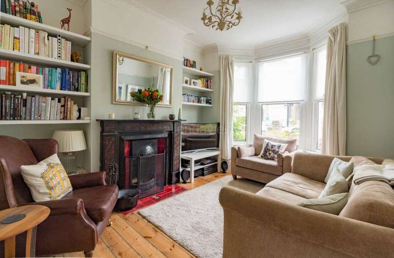 3 Bedrooms House for sale in Grange Park Road, London