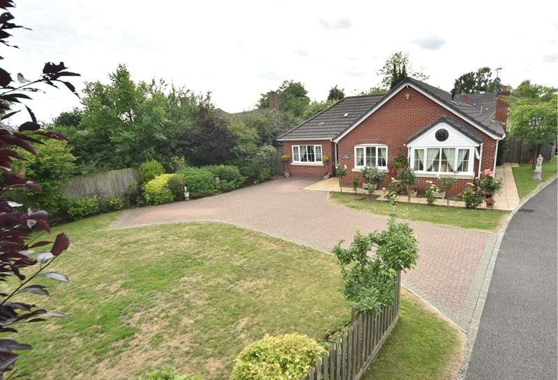 3 Bedrooms Bungalow for sale in Ivy Court, Red Lodge, BURY ST EDMUNDS