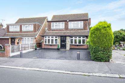 4 Bedrooms Detached House for sale in Hornchurch, Essex