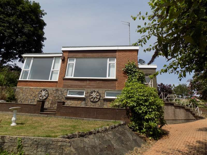 3 Bedrooms Bungalow for sale in Tara Main Road, Cadoxton, Neath, Neath Port Talbot. SA10 8BL