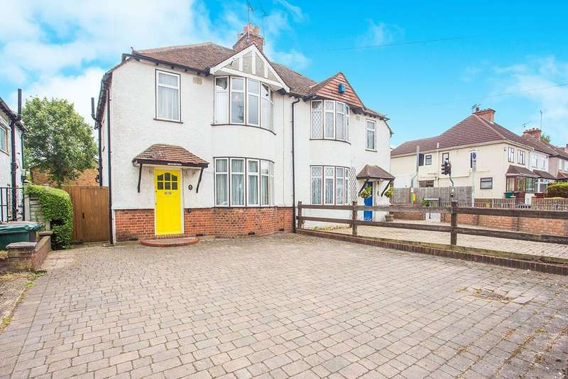 3 Bedrooms Semi Detached House for sale in Hampermill Lane, Watford, WD19