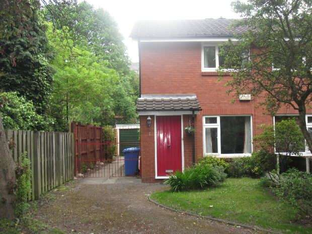 2 Bedrooms Semi Detached House for sale in Sudbury Close, Old Trafford, Manchester
