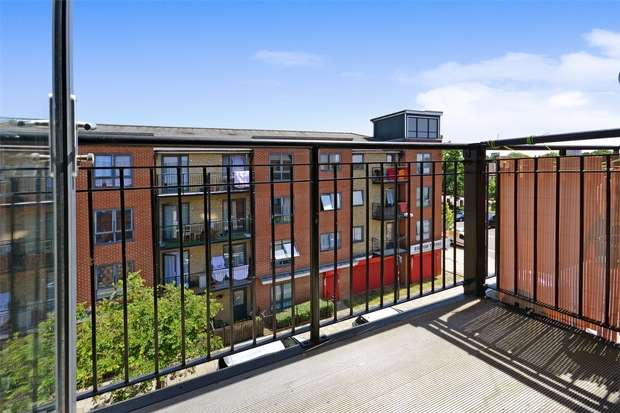 2 Bedrooms Flat for sale in Kirk House, Hirst Crescent, Wembley, Middlesex