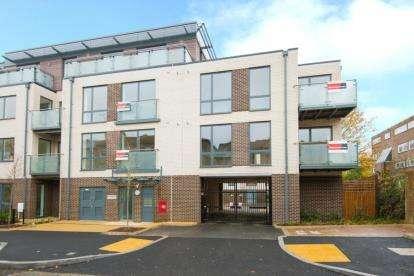 1 Bedroom Flat for sale in Pembroke Apartments, Campsbourne Road, London