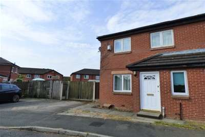 3 Bedrooms House for rent in Worcester Close, Bury