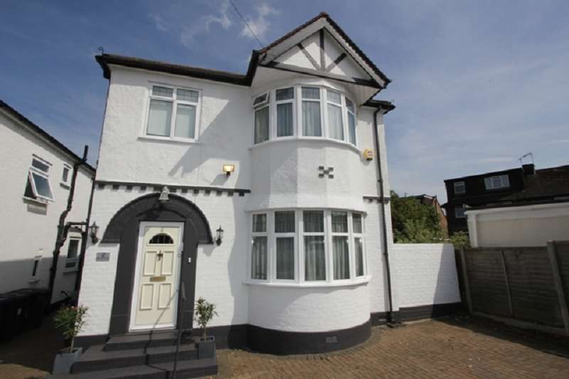 4 Bedrooms Detached House for sale in Windsor Avenue, Edgware, Greater London. HA8 8SR