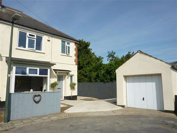 3 Bedrooms Semi Detached House for sale in DENE ROAD, GRIMSBY