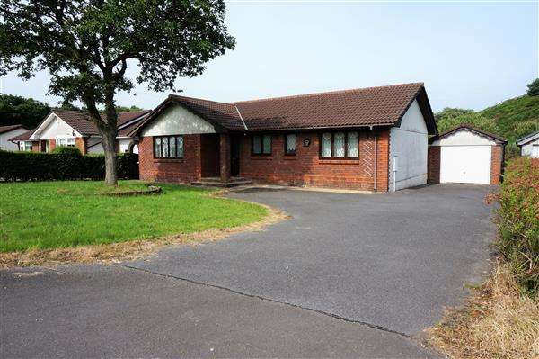 3 Bedrooms Detached Bungalow for sale in Little Oak, Llandeilo Road, CARMEL, Llanelli