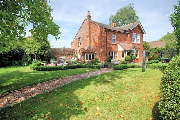 4 Bedrooms Detached House for sale in Main Street, Weston Turville, Buckinghamshire