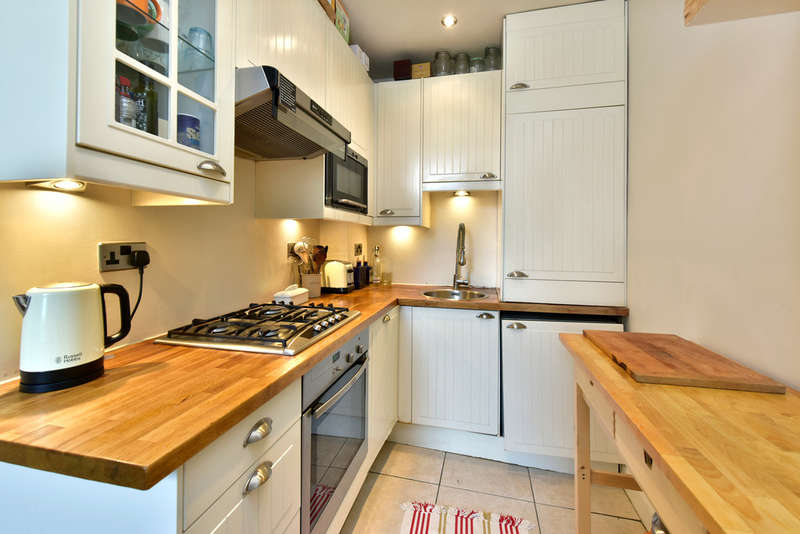 2 Bedrooms Flat for sale in North Villas, NW1 9BJ