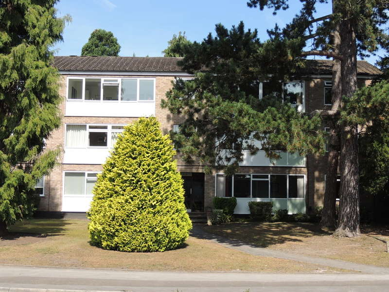 2 Bedrooms Flat for sale in Manor Road, Dorridge, Solihull