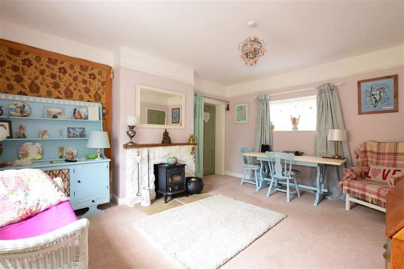 3 Bedrooms Detached House for sale in Carisbrooke High Street, Carisbrooke, Newport, Isle of Wight