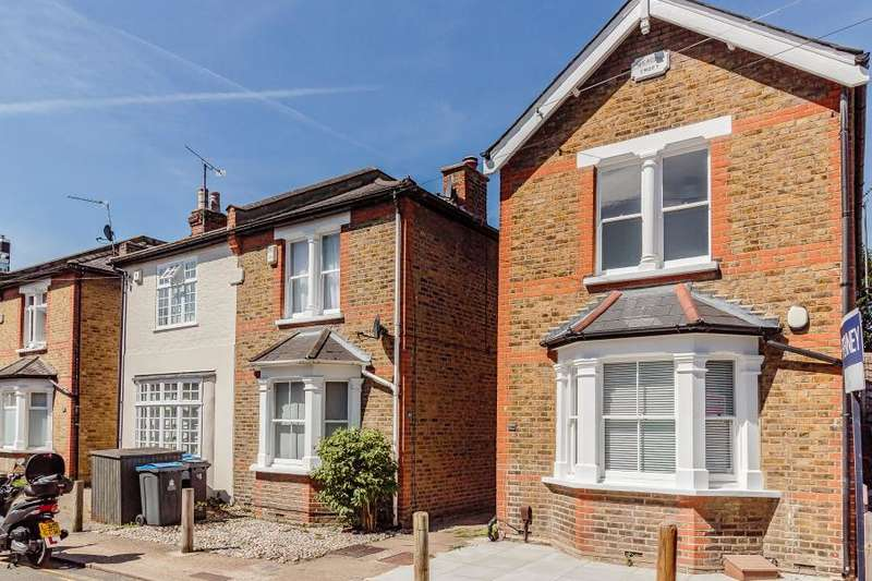 3 Bedrooms Detached House for sale in Avenue Road, Kingston upon Thames, KT1