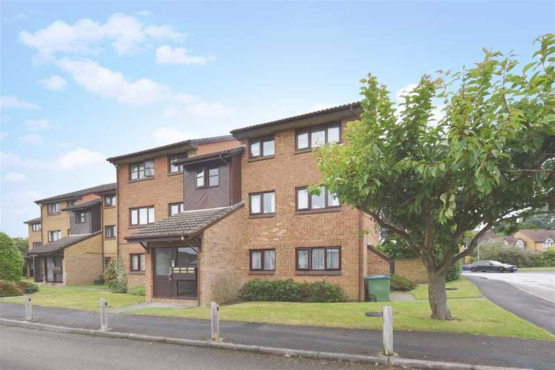2 Bedrooms Apartment Flat for sale in CELANDINE AVENUE, LOCKS HEATH