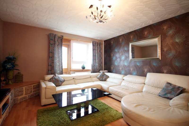 3 Bedrooms Flat for sale in Overton Mains, Kirkcaldy, Fife, KY1 3JW