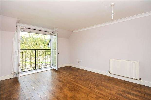 2 Bedrooms Property for sale in Burgess House, Whyteleafe, Surrey, CR3 0ES